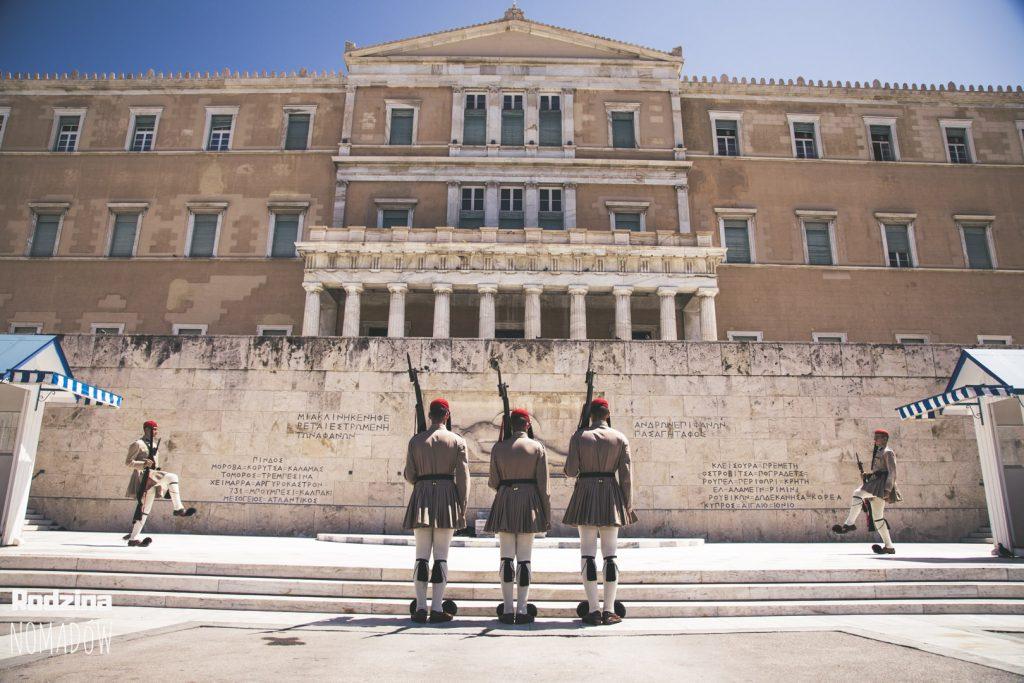 zmiana wary przy grobie nieznanego żołnierza Ateny
